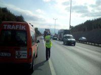 TEM Kocaeli kesiminde trafik polisleri denetimleri sıklaştırdı