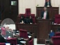 Meclis'te öpücük damgası!