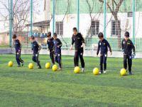 Futbola Bursa'da kadın eli değdi