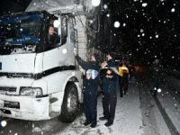 Bursa'da kar ulaşımı felç etti!