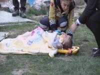 Bebeği için kuyudan atladı