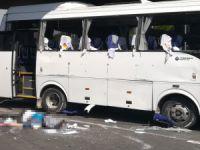 Servis otobüsü devrildi