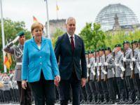 Merkel titreme nöbeti geçirdi