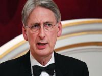 İngiltere Maliye Bakanı Hammond istifa etti