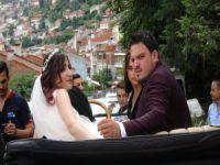 Bursa'da milyonluk klasik otomobillerle düğün konvoyu