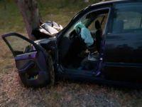Otomobil ağaca çarptı: 3 ölü!