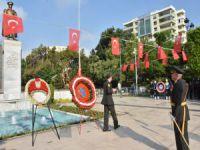 Adana'da 30 Ağustos töreninde çelenk krizi