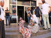 Aileler HDP binası önünde eylem yapıyor!