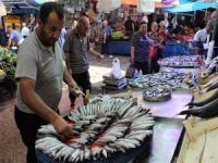 Bursa'da tezgâhtaki en ucuz balık sardalye