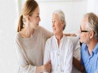 Yaşlılar evde sosyalleşmeli!