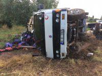 Bursa'da kaza! Kamyonet yan yattı