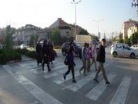 Ölüm korkusuyla okula gidiyorlar!