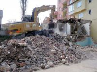 Bursa'da 85 metruk bina yıkıldı