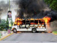 Oğlu için sokakları ateşe verdi