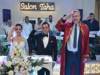 Düğünde asker selamı