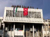 SMO tarafından Türk bayrağı asıldı