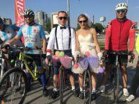Bursa'da bisikletli gelin konvoyu