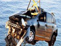 Bursa'da otomobil denize uçtu!