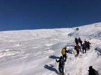 Kayıp dağcılar mağarada aranıyor!