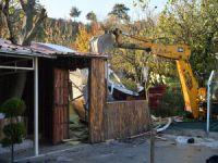 Bursa'da kaçak ev yıkıldı