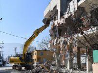 Bursa'daki kaçak bina yıkıldı