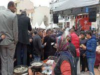 Bursa'da 'bedava hamsi' izdihamı