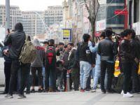 Mülteciler sınır kapılarına gidiyor