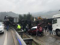 Renault araçlarını taşıyan TIR devrildi!