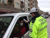 Bursa'da sürücülerin ateşi ölçülüyor