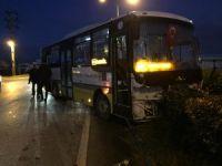 Halk otobüsü ile çarpıştı