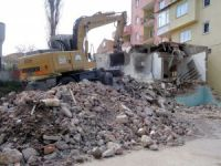 81 bina yıkıldı
