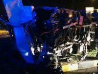Tatvan'da 2 kamyon çarpıştı