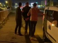 Kaçarken polis otosuna çarptılar