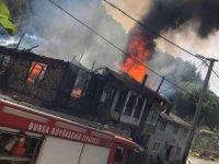 Trafo patladı 3 ev küle döndü