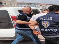 Polis suçüstünde yakaldı