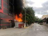 Kozmetik fabrikasında yangın