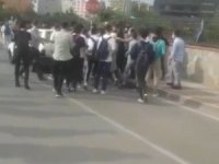 Okul önünde kavga