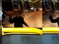 Bıçakla halk otobüsüne saldırdı