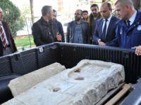 Bursa'da yol kenarında 2 bin yıllık lahit bulundu