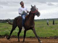Roman gençler at sırtında yeteneklerini gösterdi