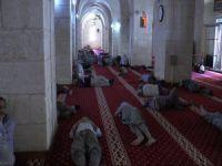 Cami'ye akın ediyorlar