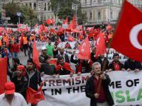 Avusturya'daki Türkler teröre karşı yürüdü