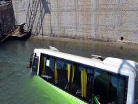 Halk otobüsü kanala uçtu!
