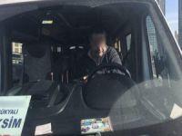 Bonzai içen servis şoförü direksiyonda sızdı…