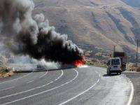 Teröristler 4 aracı ateşe verdi!