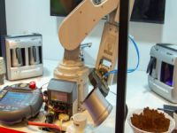 Türk kahvesi servis eden robot