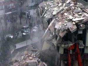 Fomara'da bina çöktü! İşte o anlar