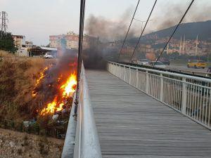 Bursa'da köprü alev alev yandı